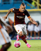 Calcio, Serie A: Frosinone vs Roma. Frosinone, stadio Comunale, 12 settembre 2015.<br /> Roma's Radja Nainggolan in action during the Italian Serie A football match between Frosinone and Roma at Frosinone Comunale stadium, 12 September 2015.<br /> UPDATE IMAGES PRESS/Riccardo De Luca
