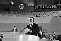 """- 19° congresso del P.C.I. (Partito Comunista Italiano),il primo dopo la svolta politica detta """"della Bolognina"""" che porterà il partito allo scioglimento; parla Walter Veltroni  (marzo 1990)....- 19th congress of P.C.I.  (Italian Communist Party), the first after the political turn known as """"of the Bolognina"""" that will carry the party to the breakup; speak Walter Veltroni (Mars 1990)"""