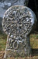 Europe/France/Aquitaine/64/Pyrénées-Atlantiques/Arcangues: Stèles discoïdales au cimetière