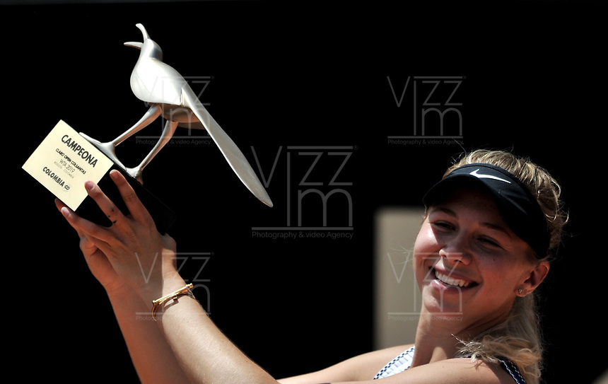 BOGOTÁ-COLOMBIA, 14-04-2019: Amanda Anisimova (USA), levanta el trofeo como campeona del Claro Colsanitas WTA, que se realiza en El Carmel Club de Bogota. / Amanda Anisimova (USA), lifts the trophy as champion of the WTA Claro Colsanitas, which takes place at Carmel Club in Bogota city. / Photo: VizzorImage / Luis Ramírez / Staff.