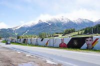 Mit den Portraits der Nationalspieler umzäuntes Trainingsgelände in Seefeld - Seefeld 25.05.2021: Trainingslager der Deutschen Nationalmannschaft zur EM-Vorbereitung