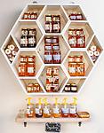 Croatia, Kvarner Gulf, Cres: honey of local production | Kroatien, Kvarner Bucht, Cres: Honig von der Insel Cres