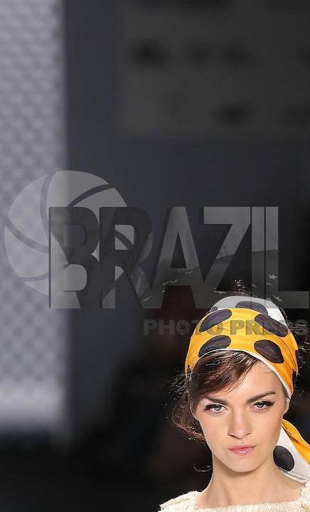 SAO PAULO, SP, 18 ABRIL 2013 - FASHION RIO - SALINAS - Desfile da grife Salinas no Fashion Rio, coleção Verão 2013/14, realizado na Marina da Glória, na zona sul do Rio de Janeiro, nesta quinta-feira. (FOTO: VANESSA CARVALHO / BRAZIL PHOTO PRESS).