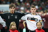 Kevin Trapp (Kaiserslautern) und Toni Kroos (Leverkusen) bei der Nationalhymne<br /> Deutschland vs. Finnland, U19-Junioren<br /> *** Local Caption *** Foto ist honorarpflichtig! zzgl. gesetzl. MwSt. Auf Anfrage in hoeherer Qualitaet/Aufloesung. Belegexemplar an: Marc Schueler, Am Ziegelfalltor 4, 64625 Bensheim, Tel. +49 (0) 151 11 65 49 88, www.gameday-mediaservices.de. Email: marc.schueler@gameday-mediaservices.de, Bankverbindung: Volksbank Bergstrasse, Kto.: 151297, BLZ: 50960101