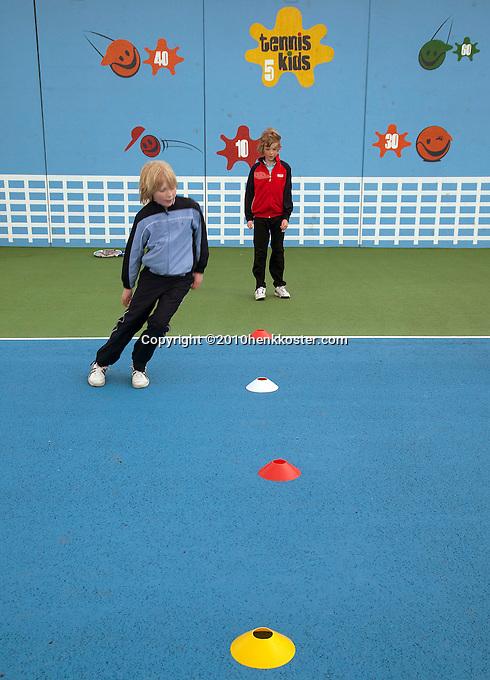31-03-10, Amersfoort, tenniskids, Voetenwerk