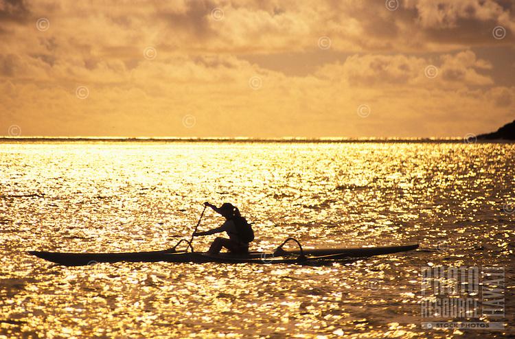 Man kayaking in the morning light, Island of Oahu, Lanikai
