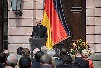 Bundesregierung gedenkt der Opfer von Flucht und Vertreibung.<br /> Am 20. Juni 2016 begeht die Bundesregierung mit einer Gedenkstunde im Schlueterhof des Deutschen Historischen Museums in Berlin den Gedenktag für die Opfer von Flucht und Vertreibung.<br /> Mit diesem Gedenktag wird seit 2015 jaehrlich am 20. Juni an die Opfer von Flucht und Vertreibung weltweit sowie insbesondere an die deutschen Vertriebenen erinnert.<br /> Im Bild: Erzbischof em. Dr. Robert Zollitsch.<br /> 20.6.2016, Berlin<br /> Copyright: Christian-Ditsch.de<br /> [Inhaltsveraendernde Manipulation des Fotos nur nach ausdruecklicher Genehmigung des Fotografen. Vereinbarungen ueber Abtretung von Persoenlichkeitsrechten/Model Release der abgebildeten Person/Personen liegen nicht vor. NO MODEL RELEASE! Nur fuer Redaktionelle Zwecke. Don't publish without copyright Christian-Ditsch.de, Veroeffentlichung nur mit Fotografennennung, sowie gegen Honorar, MwSt. und Beleg. Konto: I N G - D i B a, IBAN DE58500105175400192269, BIC INGDDEFFXXX, Kontakt: post@christian-ditsch.de<br /> Bei der Bearbeitung der Dateiinformationen darf die Urheberkennzeichnung in den EXIF- und  IPTC-Daten nicht entfernt werden, diese sind in digitalen Medien nach §95c UrhG rechtlich geschuetzt. Der Urhebervermerk wird gemaess §13 UrhG verlangt.]