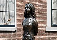 Nederland Amsterdam 2018. Beeldje van Anne Frank in Amsterdam. Foto Berlinda van Dam / Hollandse Hoogte