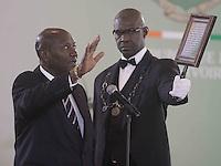 le nouveau vice-prÈsident Daniel Kablan Duncan (L ) prÍte serment devant le conseil constitutionnel l'ors d'une cÈrÈmonie d'assermenttation au palais prÈsidentiel‡ Abidjan lundi 16 janvier 2017, Alassane Ouattara ministre Kablan Duncan en tant que prÈmiËr vice-prÈsident du pays le nouveau poste de vice-prÈsident ‡ ÈtÈ crÈÈ en vertu de modification constitutionnelle votÈ par rÈfÈrendum et approuvÈ en novembre 2016.# PRESTATION DE SERMENT DU NOUVEAU VICE-PRESIDENT DE COTE D'IVOIRE DANIEL KABLAN DUNCAN