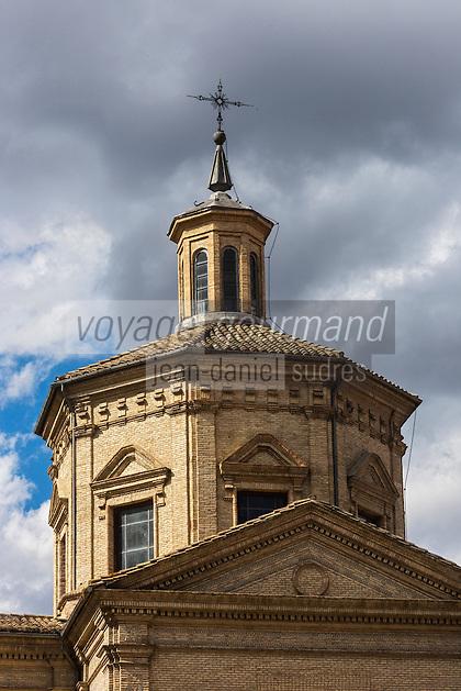 Espagne, Navarre, Pameplune, Eglise de San Lorenzo, c'est de cette église que part tous les 7 juillet, la procession de la Saint Firmin, le clocher  //  Saint Lorenzo church, on july  7 th, every year, a procession in honour San Fermin, starts from this church, the church tower