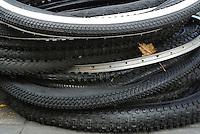 BOGOTÁ - COLOMBIA 22-09- 2015: llantas para  bicicletas vistas en un taller callejero hoy durante el Día sin Carro. / Biker tires were seen  today during the Car Free Day in Bogotá. Photo: VizzorImage / Gabriel Aponte / Staff