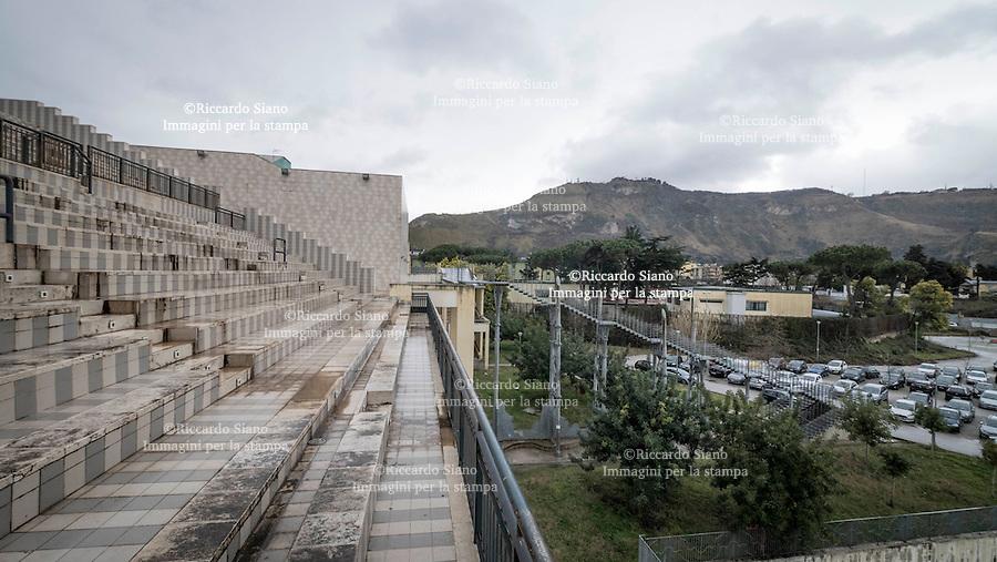- NAPOLI 24 FEB -  Complesso Polifunzionale del Rione Traiano a Soccavo.Numerosi spazi liberi abbandonati.