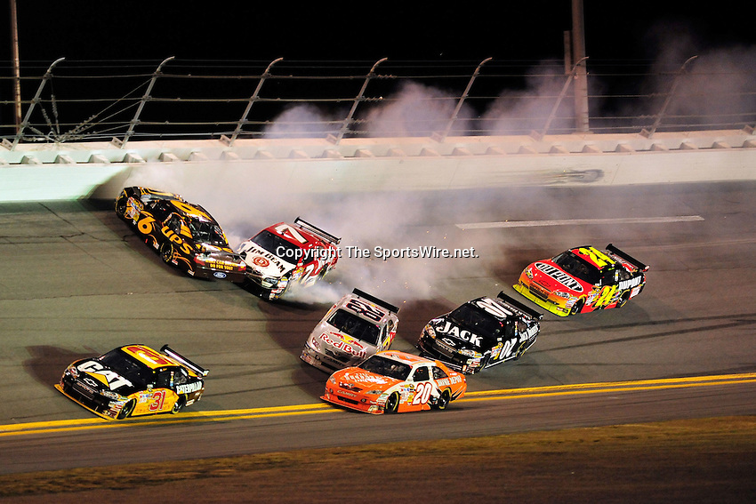 Feb 07, 2009; 8:34:19 PM;  Daytona Beach, FL. USA; NASCAR Sprint Cup Series race at the Daytona International Speedway for the  Budweiser Shootout.  Mandatory Credit: (thesportswire.net)
