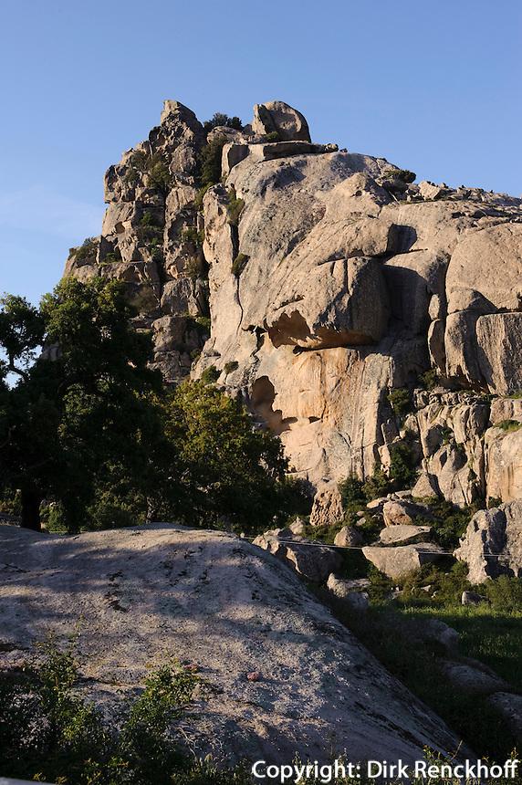 Granit-Felsen in der Ebene Piano dei Grande Sassi (Valle di Luna) in der Gallura , Provinz Olbia-Tempio, Nord Sardinien, Italien