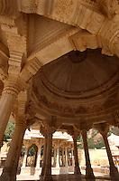 Indien, Rajasthan, Gaitor bei Jaipur, Chattris (Totengedenkstätten).