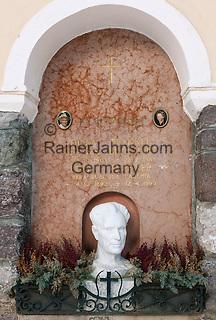Italy, Alto Adige, South Tyrol, Val Gardena, Ortisei: Luis Trenker gravesite | Italien, Suedtirol, Groednertal, St. Ulrich: Luis Trenker Grabstaette