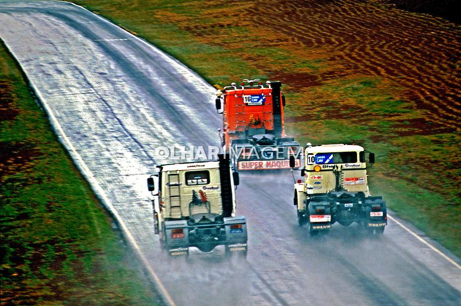 Corrida de caminhão em Cascavel, Paraná. 1986. Foto de Juca Martins.