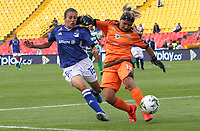 BOGOTÁ- COLOMBIA,14-07-2019:Karen Paez (Izq.) jugadora de Millonarios femenino  disputa el balón con Allyson Ballesteros (Der.) jugadora de La Equidad femenino  durante el primer partido de la Liga Águila Femenina 2019 jugado en el estadio Nemesio Camacho El Campín de la ciudad de Bogotá. /Karen Paez (L) player of Millonarios fights the ball  against of Allyson Ballesteros (R) player of Equidad during the firts match for the Liga Aguila women  2019 played at the Nemesio Camacho El Campin stadium in Bogota city. Photo: VizzorImage / Felipe Caicedo / Staff