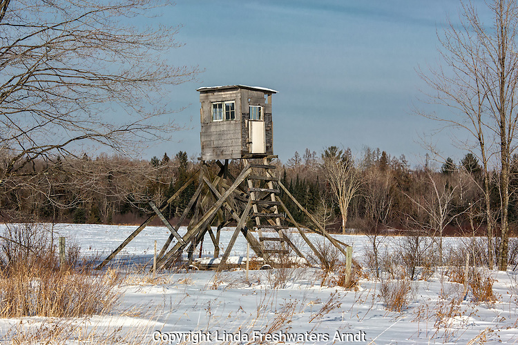Deer hunting tower stand