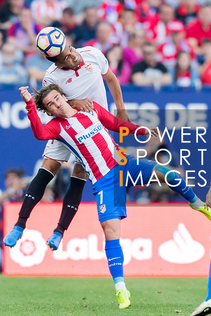 Gabriel Mercado of Sevilla FC battles for the ball with Antoine Griezmann of Atletico de Madrid during their La Liga match between Atletico de Madrid and Sevilla FC at the Estadio Vicente Calderon on 19 March 2017 in Madrid, Spain. Photo by Diego Gonzalez Souto / Power Sport Images