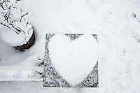 A heart of snow is made outside a house <br /> Weather - the Snowfall in High Wycombe, England on 10 December 2017. Photo by Andy Rowland.
