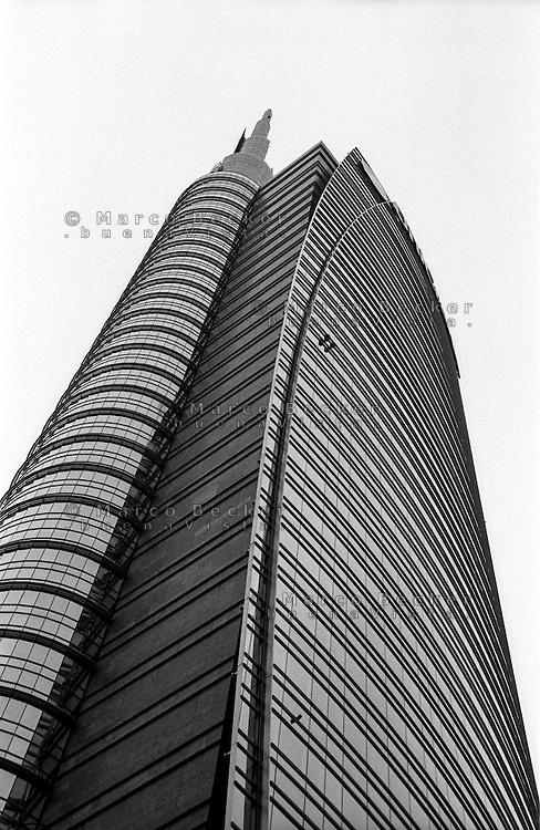 Milano, la Torre Pelli Unicredit in Porta Nuova Garibaldi --- Milan, Unicredit Pelli Tower at Porta Nuova Garibaldi
