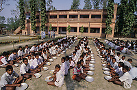 INDIA Sundarbans, free school lunch for children in village school of Ramakrishna Ashram/ INDIEN Sundarbans, kostenlose Schulspeisung fuer Kinder in Schule der Ramakrishna Mission