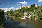 United Kingdom, England, Shropshire, Ludlow: Ludlow Castle above the River Teme | Grossbritannien, England, Shropshire, Ludlow: Ludlow Castle am Fluss Teme