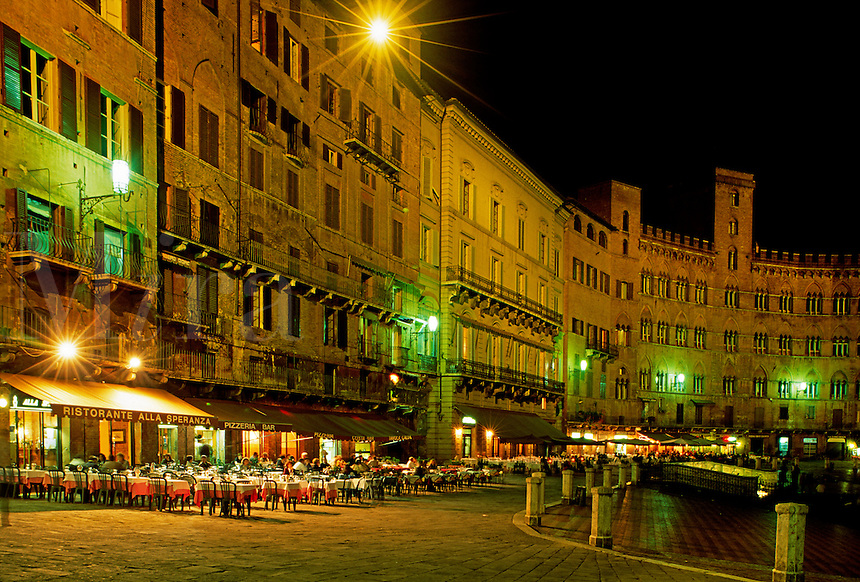 Night shot of restaurants around the CAMPO (central plaza) in the MEDIEVAL city of SIENA - TUSCANY, ITALY