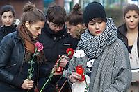 Gedenken an Hatun Sueruecue (U-Umlaut!)<br />Am Freitag den 7. Februar 2014 gedachten in Berlin-Tempelhof an die am 7. Februar 2005 ermordete Hatun Sueruecue. Die Kurdin Hatun Sueruecue 2005 von ihren Geschwistern ermordet, da sie sich nicht der traditionellen Lebensart ihrer Familie anschliessen und ein selbstbestimmtes Leben fuehren wollte.<br />Der Bezirk hat zur Mahnung einen Gedenkstein aufgestellt, an dem sich jaehrlich in Gedenken an Hatun Sueruecue versammelt wird.<br />Im Bild: Spielerinnen der Frauenmannschaft des Fussballverein Tuerkiemspor.<br />7.2.2014, Berlin<br />Copyright: Christian-Ditsch.de<br />[Inhaltsveraendernde Manipulation des Fotos nur nach ausdruecklicher Genehmigung des Fotografen. Vereinbarungen ueber Abtretung von Persoenlichkeitsrechten/Model Release der abgebildeten Person/Personen liegen nicht vor. NO MODEL RELEASE! Don't publish without copyright Christian-Ditsch.de, Veroeffentlichung nur mit Fotografennennung, sowie gegen Honorar, MwSt. und Beleg. Konto:, I N G - D i B a, IBAN DE58500105175400192269, BIC INGDDEFFXXX, Kontakt: post@christian-ditsch.de<br />Urhebervermerk wird gemaess Paragraph 13 UHG verlangt.]