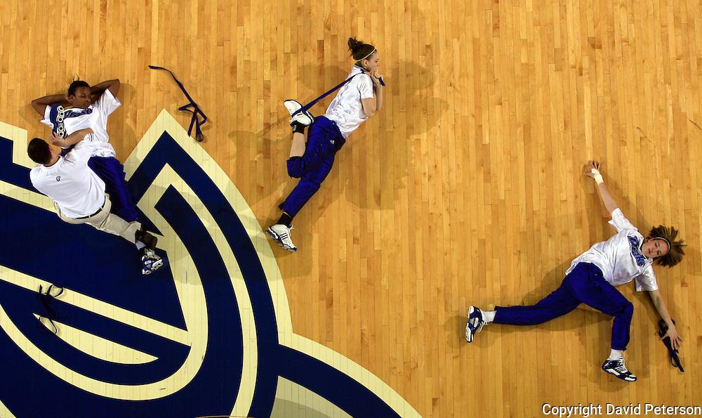 Drake University Basketball Stretching Women Jpg David Peterson Photography