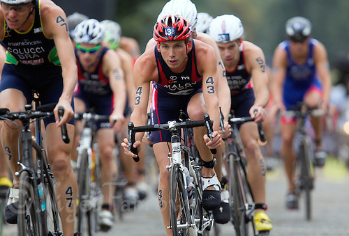 15 SEP 2013 - LONDON, GBR - Joe Maloy (USA) (centre) of the USA on the bike during the elite men's ITU 2013 World Triathlon Series Grand Final in Hyde Park, London, Great Britain (PHOTO COPYRIGHT © 2013 NIGEL FARROW, ALL RIGHTS RESERVED)