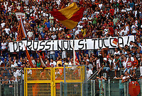 "Calcio: partita amichevole Roma-Aris Salonicco. Roma, stadio Olimpico, 19 agosto 2012..AS Roma fans show a banner dedicated to midfielder Daniele De Rossi and meaning ""Hands off De Rossi"", prior to the start of the football friendly match between AS Roma and Aris Thessaloniki, at Rome, Olympic stadium, 19 August 2012..UPDATE IMAGES PRESS/Isabella Bonotto"