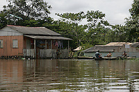 """A defesa civil continua com o trabalho de   remoção de pessoas desabrigadas e monitoramento do rio Acre, que  durante o dia de hoje o  se manteve estável na casa 15,23m  (situaÁ""""o de transbordamento). sendo monitorado a cada três horas. Agora uma das maiores preocupações da defesa civil,  são as fortes chuvas que caem na cabeceira do rio Acre no município de Assis Brasil na fronteira com Peru.<br /> Rio Branco, Acre, Brasil<br /> Foto Odair Leal<br /> 21/02/2014"""