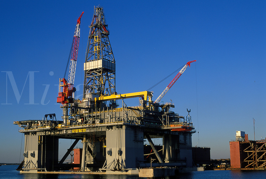 semisubmersible oil drilling rig under construction