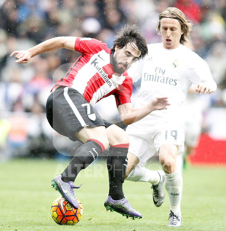 Real Madrid's Luka Modric (r) and Athletic de Bilbao's Benat Etxebarria during La Liga match. February 13,2016. (ALTERPHOTOS/Acero)