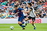 Philippe Coutinho (L) of FC Barcelona fights for the ball with Daniel Parejo Munoz of Valencia CF during the La Liga 2017-18 match between FC Barcelona and Valencia CF at Camp Nou on 14 April 2018 in Barcelona, Spain. Photo by Vicens Gimenez / Power Sport Images