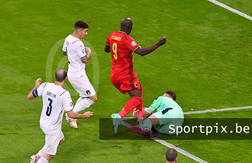 Belgian forward Romelu Lukaku (9) pictured in a duel with Italian goalkeeper Gianluigi Donnarumma (21) during a soccer game during the quarter final Euro 2020 European Championship between the Belgian national soccer team Red Devils and Italy , called the Azzurri , on friday 2 nd of July 2021  in the Allianz Arena in Munchen , Germany . PHOTO SPORTPIX | SPP | DAVID CATRY