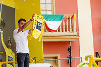 ZIPAQUIRA - COLOMBIA, 07-08-2019: Egan Bernal, ciclista colombiano, presenta la camiseta de Campeón del Tour de Francia 2019 durante el homenaje en su ciudad natal Zipaquirá. / Egan Bernal, Colombian cyclist, presents the yelow yersey as champion of the Tour de France 2019 during a tribute in his town Zipaquira. Photo: VizzorImage / Diego Cuevas / Cont