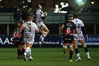Dan Bigger of Ospreys contends with Ashton Hewitt of Dragons for the aerial ball during the Guinness Pro 14 match between Newport Gwent Dragons and Ospreys at the Rodney Parade in Newport, Wales, UK. Sunday 31 December 2017