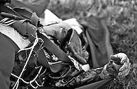 Petrinja / Croazia 1991. Cadavere di un pilota dell'aviazione Federale Jugoslava colpito dalla contraerea croata. All'inizio del conflitto gli aerei dell'aviazione jugoslava entravano spesso in azione durante le operazioni militari. Poi per carenza di piloti e di velivoli lo scontro tra gli opposti eserciti si svolse in massima parte tra truppe di terra.<br /> Corpse of a pilot in the Yugoslav Federal hit by croat flak. At the beginning of the war, Yugoslav aviation aircraft came often in action during military operations. Then for lack of pilots and aircraft, the confrontation between opposing armies took place largely between ground troops.<br /> Photo Livio Senigalliesi