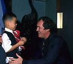 """BERNARDO BERTOLUCCI CON RICHARD VUU <br /> PREMIERE """"L'ULTIMO IMPERATORE"""" ROMA 1987"""