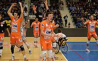 Knack Roeselare - Asse - Lennik : Asse-Lennik viert feest na het behalen van de 1-2 en bijhorende kwalificatie voor de finale . met Seppe Baetens (midden)<br /> foto VDB / BART VANDENBROUCKE