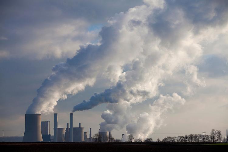 Europa, DEU, Deutschland, Nordrhein Westfalen, NRW, Rheinland, Niederrhein, Niederaußem, Kraftwerk, Braunkohlekraftwerk, Rauch, Schornstein, Abgase, Rauchgas, Emission, Kategorien und Themen, Umwelt, Umweltschutz, Umweltverschmutzung, Umweltprobleme, Umweltbelastung, Umweltzerstoerung, Umweltsuender, Umweltverbrechen, Umweltthema, Umweltthemen, Industrie, Industriefotografie, Wirtschaft, Wirtschaftsthemen, Technik, Technologie, Technologien....[Fuer die Nutzung gelten die jeweils gueltigen Allgemeinen Liefer-und Geschaeftsbedingungen. Nutzung nur gegen Verwendungsmeldung und Nachweis. Download der AGB unter http://www.image-box.com oder werden auf Anfrage zugesendet. Freigabe ist vorher erforderlich. Jede Nutzung des Fotos ist honorarpflichtig gemaess derzeit gueltiger MFM Liste - Kontakt, Uwe Schmid-Fotografie, Duisburg, Tel. (+49).2065.677997, ..archiv@image-box.com, www.image-box.com]