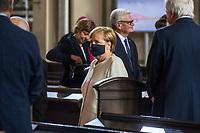 """Oekumenischer Gottesdienst unter dem Motto """"Wir miteinander"""" zum 30. Tag der Deutschen Einheit in der St. Peter und Paul-Kirche in Potsdam am Samstag den 3. Oktober 2020.<br /> Im Bild: Bundeskanzlerin Angela Merkel (CDU). Im Hintergund Altbundespraesident Joachim Gauck.<br /> 3.10.2020, Berlin<br /> Copyright: Christian-Ditsch.de"""