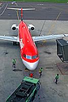Avião no aeroporto Salgado Filho. Porto Alegre. Rio Grande do Sul. 2012. Foto de Juca Martins.