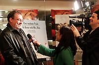 February 16 2006, Montreal (Qc) Canada<br /> Gildor Roy, premiere que dieu benisse l amerique<br /> Photo :Delphine Descamps / Images Distribution