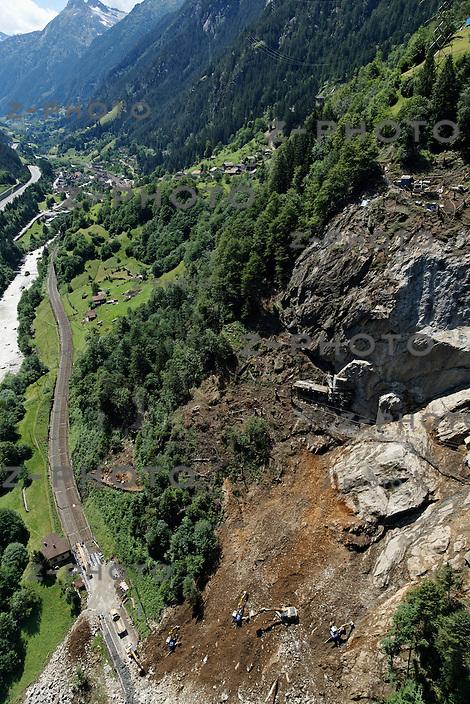 Bauarbeiten in Gurtnellen an der Abbruchstelle des Felssturzes an der  Gotthard-Bahnlinie am 27. Juni 2012 .Copyright Zvonimir Pisonic © 2012 SBB CFF FFS