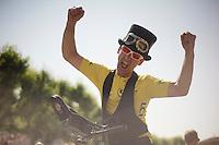 Ville de Départ entertainment<br /> <br /> Tour de France 2013<br /> stage 16: Vaison-la-Romaine to Gap, 168km
