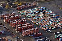 Portalhubwagen am  Burchardkai: EUROPA, DEUTSCHLAND, HAMBURG, (EUROPE, GERMANY), 12.11.2012 Der Portalhubwagen (oder Portalhubstapelwagen oder Portalstapelwagen; engl. van carrier, straddle carrier, gantry lift ist ein spezielles Umschlaggeraet fuer ISO-Container. Es wird als Transportfahrzeug auf Containerterminals in Haefen eingesetzt.<br />  <br /> Der Portalhubwagen besteht aus einem Rahmengestell und einer dazwischen haengenden Hubvorrichtung Topspreader, das mit Hubwinden vertikal bewegt werden kann. Das Rahmengestell ist mit einem Fahrwerk mit meist acht Raedern ausgestattet. Die Fahrerkabine ist oben an einer Stirnseite des Rahmens angeflanscht.<br />  <br /> Der Portalhubwagen faehrt ueber einen Container, der auf dem Boden oder auf einem Lkw steht, der Spreader verriegelt sich hydraulisch gesteuert mit den vier Eckbeschlaegen des Containers und hebt diesen an.